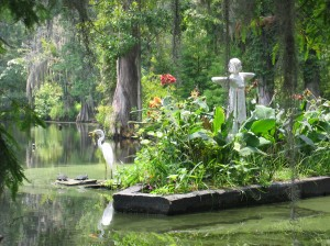 Statue, bird, and turtles in a South Carolina swamp